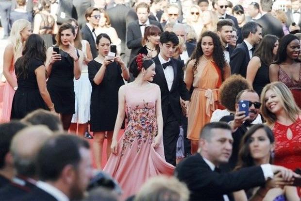 Angela Phương Trinh  Lý Nhã Kỳ: Không cần phải chiến tranh vì ai cũng đã thắng ở LHP Cannes