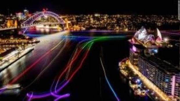 Toàn cảnh vịnh Cicular Quay được thắp sáng đèn trong suốt đêm mở màn vào ngày 27/5.