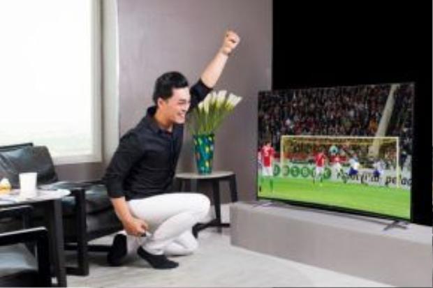 Với những ứng dụng truyền hình toàn cầu được tích hợp trong chiếc TV TCL hứa hẹn sẽ mang đến những trận cầu sống động và đầy màu sắc đến nhà Phan Ngọc Luân.