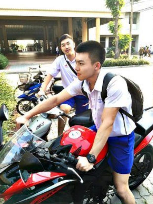 Punpun Ispike hiện tại đang là học sinh một trường cấp 3 tại Thái Lan