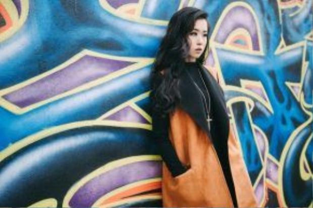 Mang nét đẹp của một người mẫu châu Á trên sàn diễn quốc tế, Lê Minh Châu gây ấn tượng vì khả năng mix đồ rất ấn tượng.