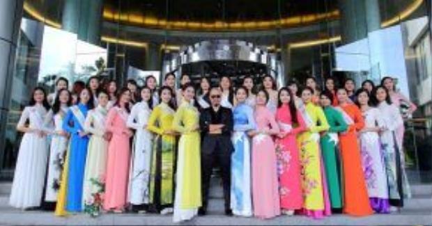 NTK Đức Hùng chụp ảnh cùng dàn thí sinh casting HH Bản sắc Việt toàn cầu.