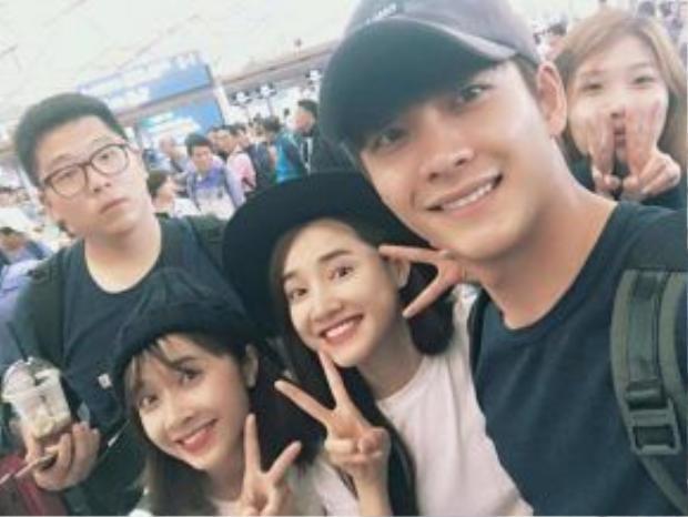 Kang Tae Oh bất ngờ trở lại Việt Nam, xuất hiện tại sân bay còn có Nhã Phương và ê-kíp đến từ Hàn Quốc.