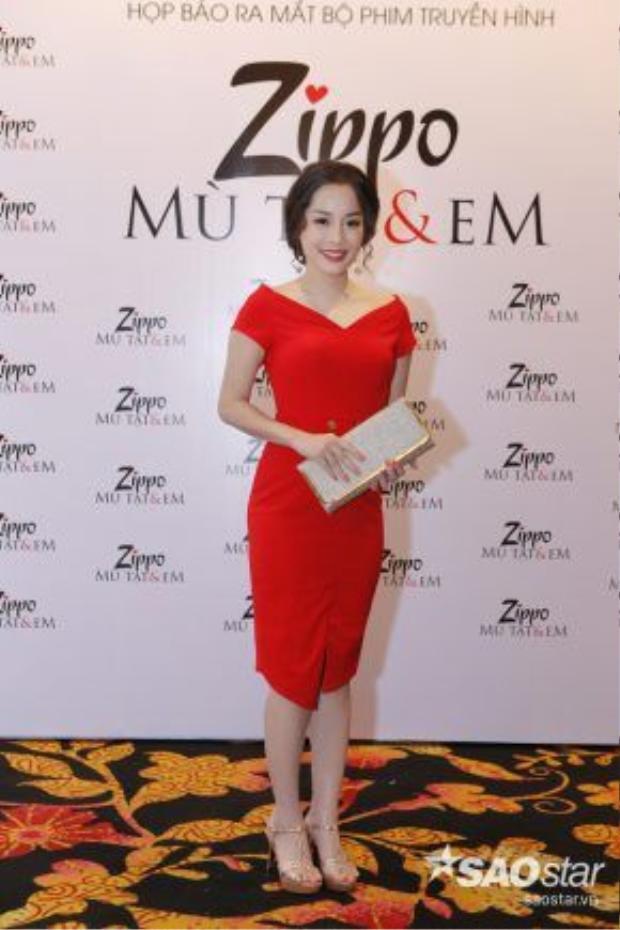Minh Hương trở lại màn ảnh nhỏ với vai Mai - cô bạn thân cực ngộ nghĩnh của Lam (Nhã Phương/Lã Thanh Huyền).
