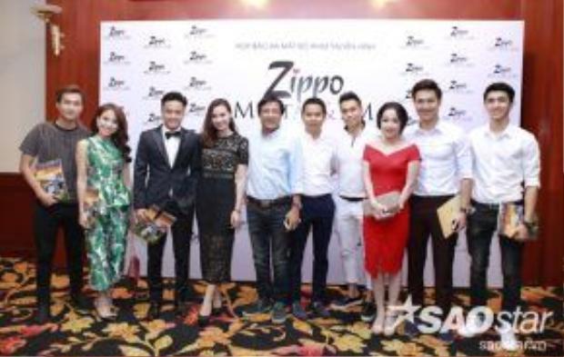 Dàn diễn viên Zippo, Mù tạt và Em và hai đạo diễn Trọng Trinh, Bùi Tiến Huy tham gia họp báo ra mắt phim.