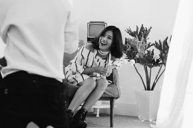 """""""Sắp tới, Yến sẽ cùngđối tác Hàn Quốc có cuộc họp về định hướng âm nhạc trong 2 năm 2016 - 2017. Chắc chắn Yến vẫn giữ nguyên sựtrẻ trung, ngọt ngào, trong sáng nhưng chắc chắn mọi người sẽ có nhiều bất ngờ với tạo hìnhvà màu sắc âm nhạc do phía Hàn Quốc thực hiện"""" - Hoàng Yến tiết lộ về kế hoạch trong tương lai của cô."""