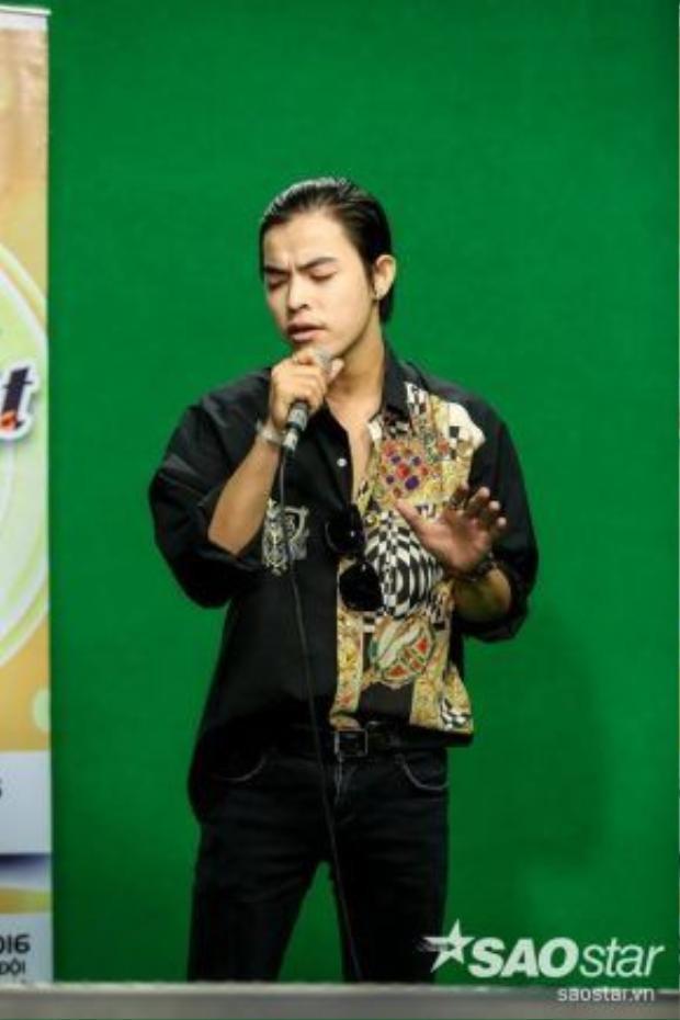 Một thí sinh khác cũng đến từ Giọng hát Việt - Bùi Caroon. Anh chàng từng khiến HLV Hồ Ngọc Hà vất vả để giành lấy tại Giọng hát Việt mùa đầu tiên.