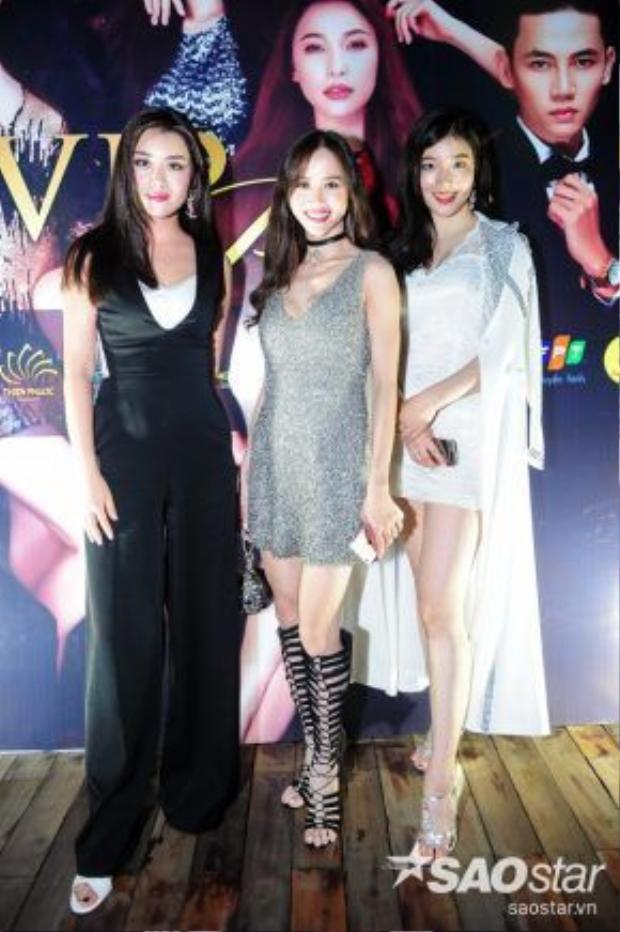 """Hai người đẹp Việt tự tin đọ sắc """"một chín một mười"""" cùng Hoa hậu Hàn Quốc, Hoa hậu Trung Quốc."""