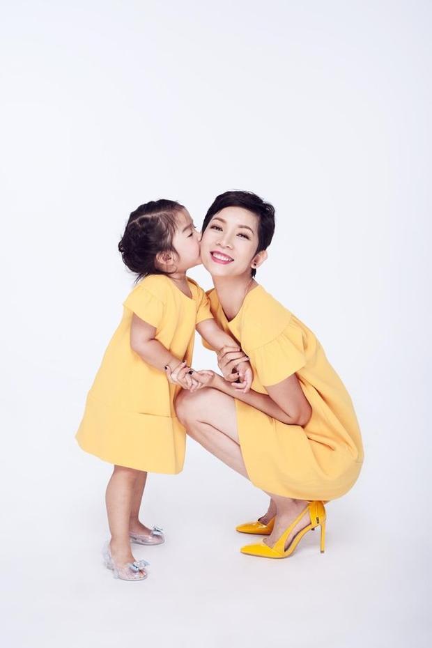 Bộ ảnh nhìn là yêu ngay của mẹ con Xuân Lan cùng thiên thần nhí Khánh Ngọc