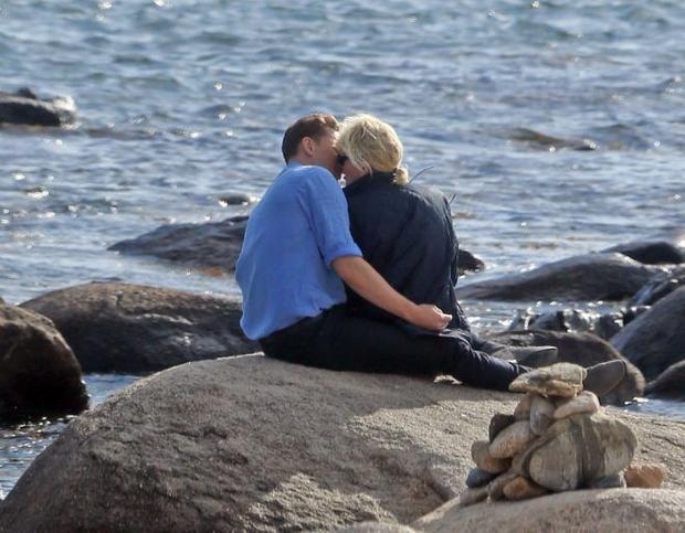 Hiddleswift hôn nhau và cả thế giới Internet nổ tung!!!