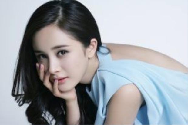 8. Dương Mịch: Nhiều người cho rằng việc lạm dụng dao kéo đã khiến cho gương mặt bà xã Lưu Khải Uy bị đơ cứng, thiếu biểu cảm.