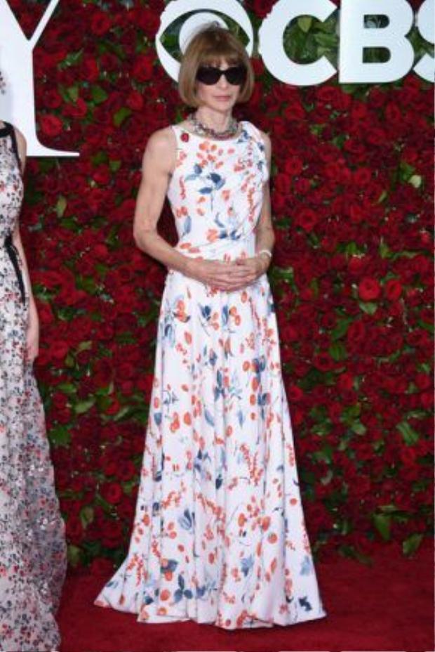Anna Wintour tại lễ trao giải Tony với phong cách thường thấy.