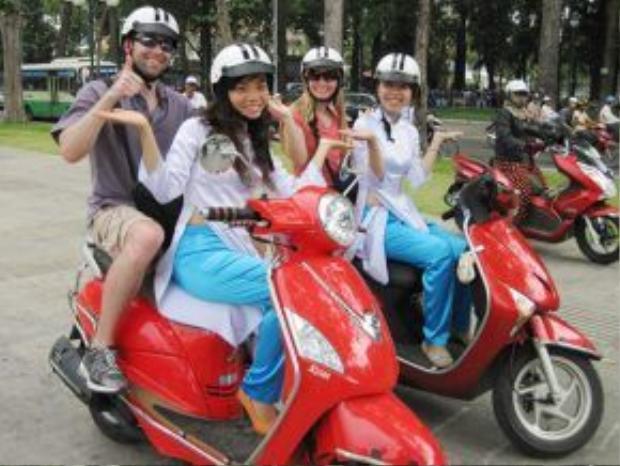 """Đội ngũ của """"xe ôm tour"""" được tuyển chọn gắt gao để đem đến khách du lịch sự hài lòng nhất."""
