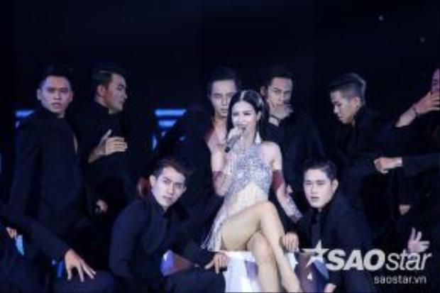 Ca khúc Mr Sexy là một sáng tác của nhạc sĩ trẻ Huỳnh Hiền Năng và được hòa âm bởi nhạc sĩ Đỗ Hiếu.