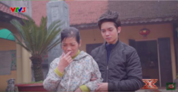 Tuấn Phương và mẹ.