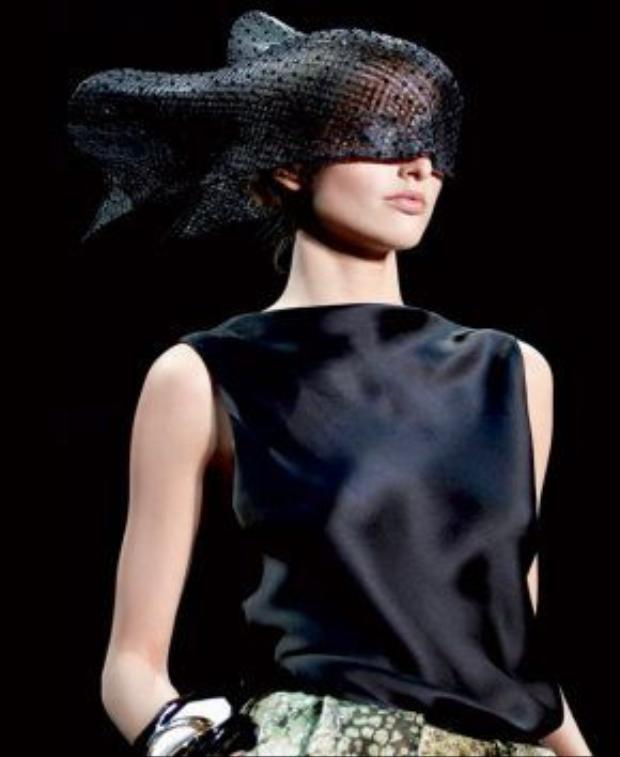 Những chiếc mạng che mặt được thiết kế độc đáo xuất hiện trong các show diễn thời trang cao cấp tô đậm thêm cá tính của nhà thiết kế