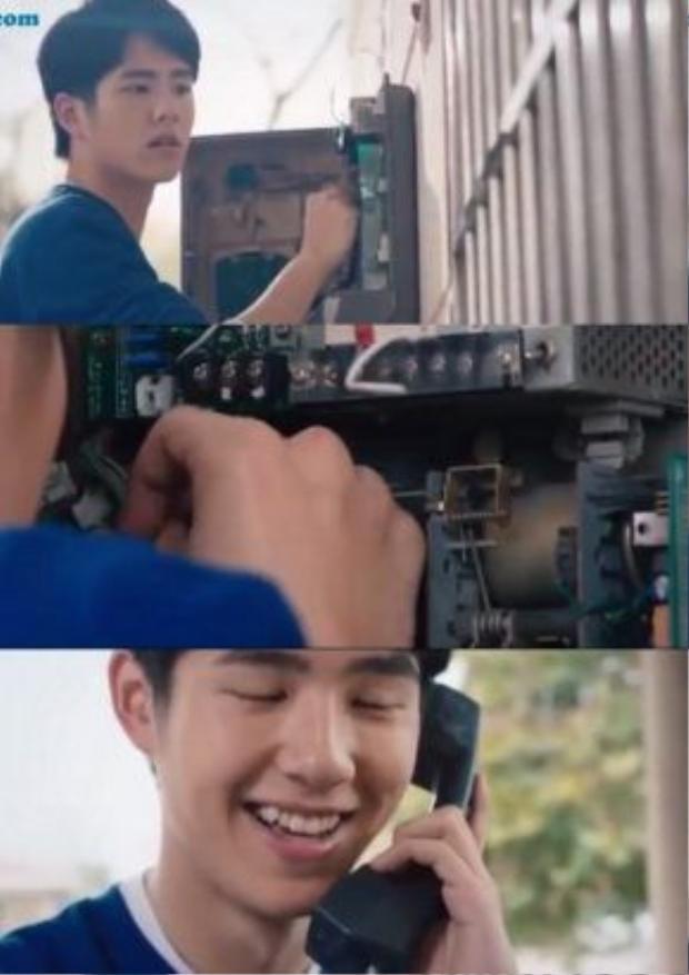 Dư Hoài đã cố sửa lại mạch điện của bốt điện thoại khóa trong khu huấn luyện để gọi cho Cảnh Cảnh.