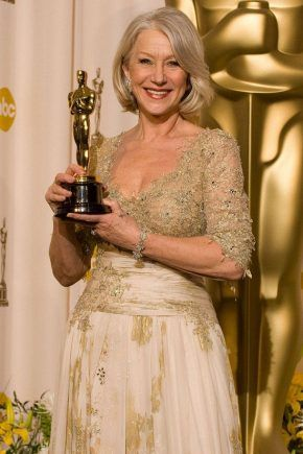 Helen Mirren là một trong mười ba nữ diễn viên hoàn thành trọn bộ sưu tập Oscar, Quả Cầu vàng, BAFTA, SAG và Critics' Choice Awards.