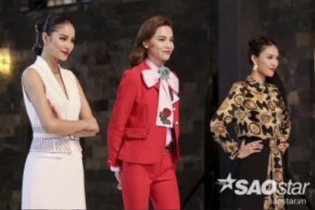 Bộ 3 Huấn luyện viên quyền lực bao gồm: Người mẫu - Ca sĩ Hồ Ngọc Hà, Người mẫu - Hoa hậu Phạm Hương và Siêu mẫu - Hoa khôi Lan Khuê.
