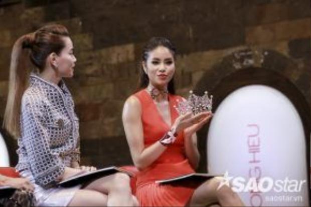 """Để bảo vệ quan điểm của mình, Phạm Hương cho rằng: """"Hoa hậu là một trong những gương mặt được nhiều nhãn hàng chú ý tại Việt Nam hiện nay."""""""