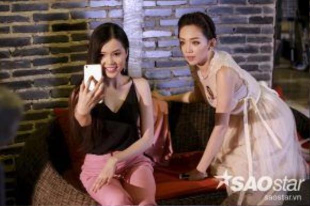 Ở thử thách của chụp ảnh Selfie, nữ ca sĩ Tóc Tiên xuất hiện với vai trò khách mời đưa ra thử thách gay cấn cho các thí sinh.