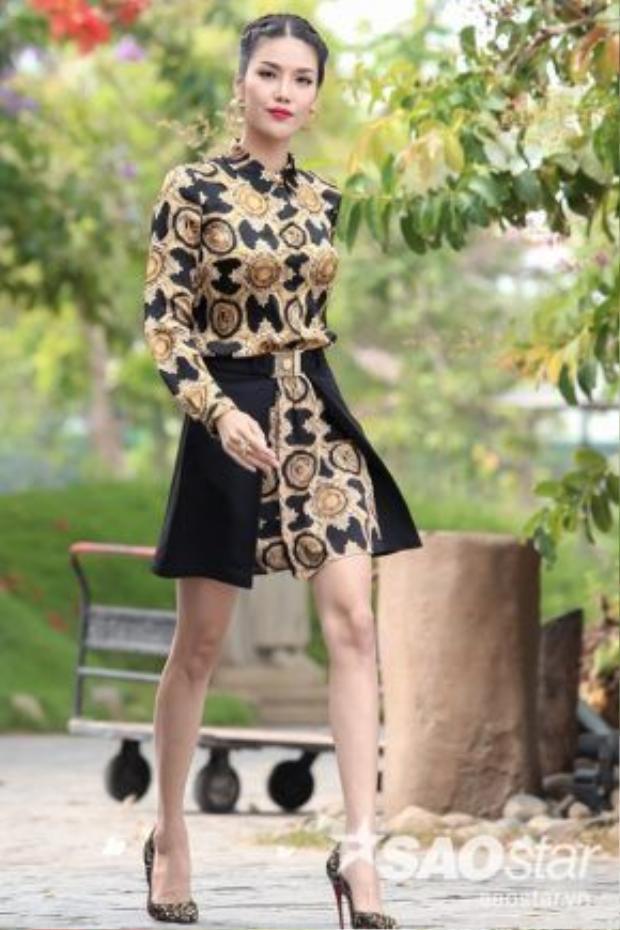 Stylist Hensi Lê người đứng sau hình ảnh của Lan Khuê trong The Face cho biết cô sẽ biến Khuê cá tính, mạnh mẽ hơn so với loạt hình nữ tính trước đó người hâm mộ thường thấy ở cô.