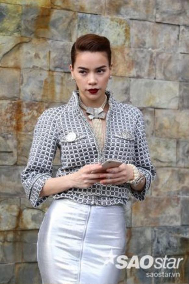 Ngoài thương hiệu chính của Gucci được sử dụng thường xuyên thì một nhãn hàng của NTK Việt sẽ được sử dụng trong những tập ghi hình tiếp theo.