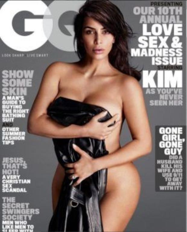 Kim Kardashian chính là gương mặt trang bìa của tạp chí CQ số mới nhất, người đẹp siêu vòng 3 còn có bài phỏng vấn gây chú ý khi đề cập đếnTaylor Swift.