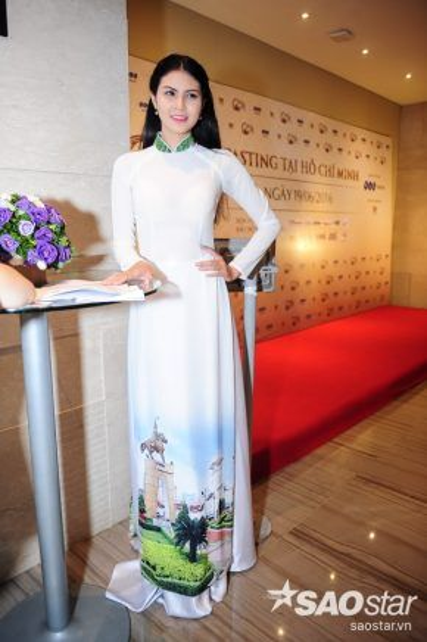 Các thí sinh chủ yếu chọn lựa áo dài truyền thống để tạo điểm nhấn, gây ấn tượng với BGK bằng sự dịu dằng, đằm thắm của người con gái Việt.