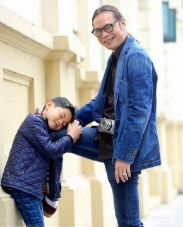 """Mặc dù bận rộn với công việc, thường xuyên phải đi quay hình nhưng Trần Lực vẫn cố gắng thu xếp tối đa thời gian dành cho các con. Nhìn những hình ảnh như thế này, chắc chắn danh sách """"những ông bố soái ca của showbiz Việt"""" không thể nào thiếu được đạo diễn Trần Lực."""