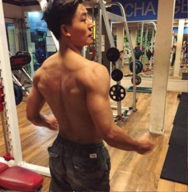 Để giữ được thân hình như này, nam diễn viên phải thường xuyên đi tập gym…