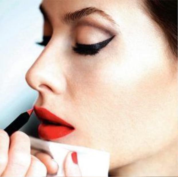 Son môi là một vũ khí giúp phái nữ trở nên quyến rũ hơn
