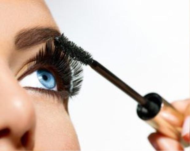 Trang điểm mascara giúp cửa sổ tâm hồn thêm long lanh hơn