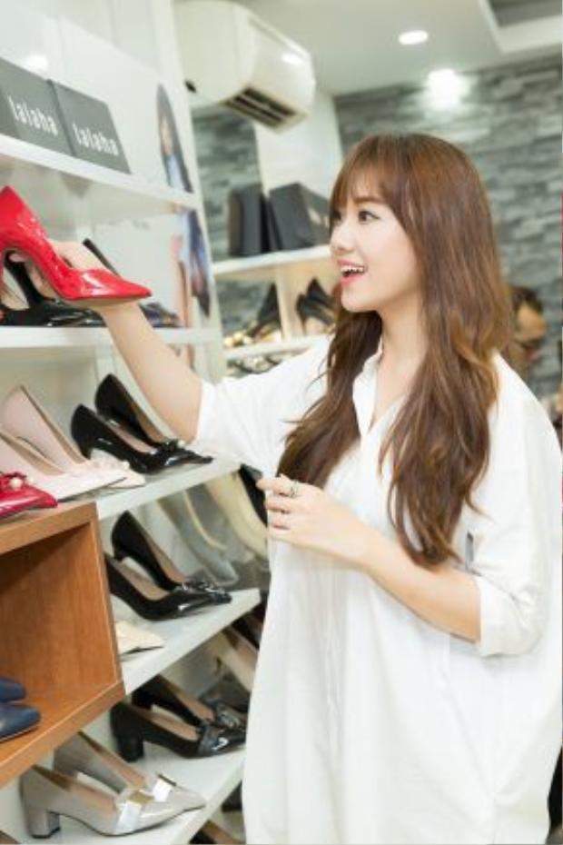 Những đôi giày cao gót khiến Hari Won ngẩn ngơ.