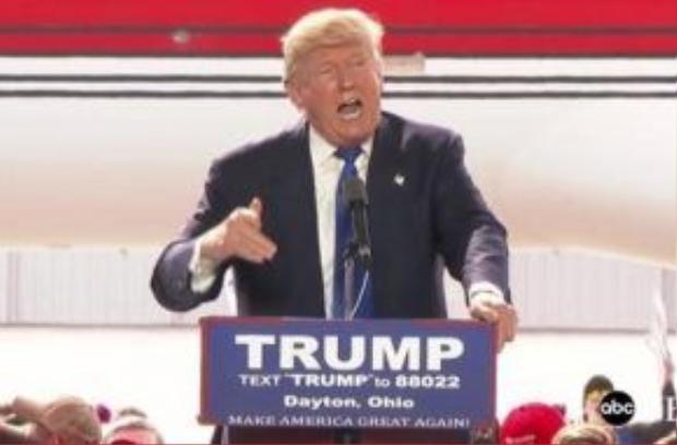 Trump phát biểu trước chuyên cơ của ông bên ngoài thành phố Dayton, bang Ohio ngày 12/3. Ảnh: ABC
