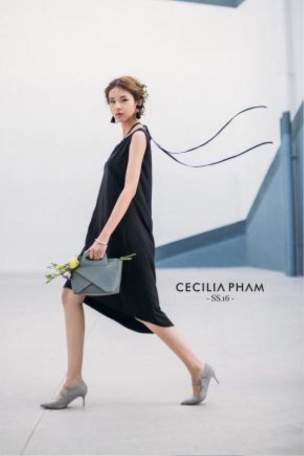 Sự kết hợp khéo léo giữa màu sắc trang phục và phụ kiện giúp Phương Anh luôn nổi bật với người đối diện
