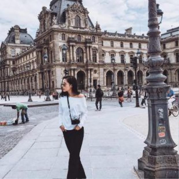 Hoa hậu Kỳ Duyên hào hứng khám khá đường phố châu Âu.