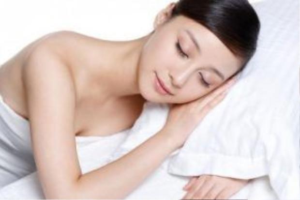 Bí quyết trẻ lâu không kém phần quan trọng là ngủ đủ 8 tiếng mỗi ngày.