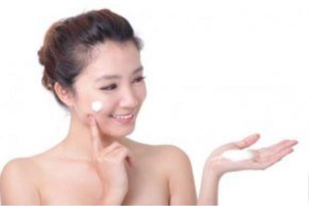 Kem chống nắng như một lá chắn bảo vệ da trước tác hại của tia cực tím, ánh nắng mặt trời gây nên tình trạng nám da, tàn nhang.