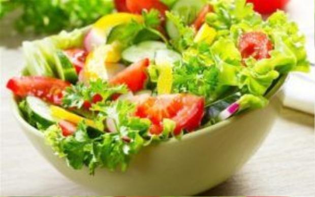 Bổ sung thực phẩm chứa vitamin C như cam, quýt, canh, ổi vào thực đơn mỗi ngày.