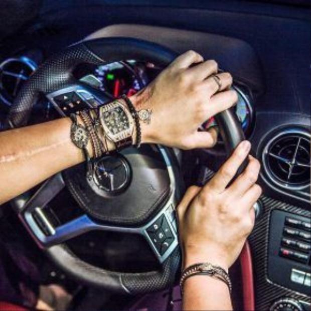 Bảo Hưng có niềm yêu thích đặc biệt với những chiếc đồng hồ xa xỉ.