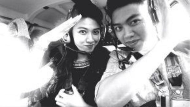"""Cả hai chị em từng """"khoe"""" ảnh chụp trên máy bay trực thăng."""