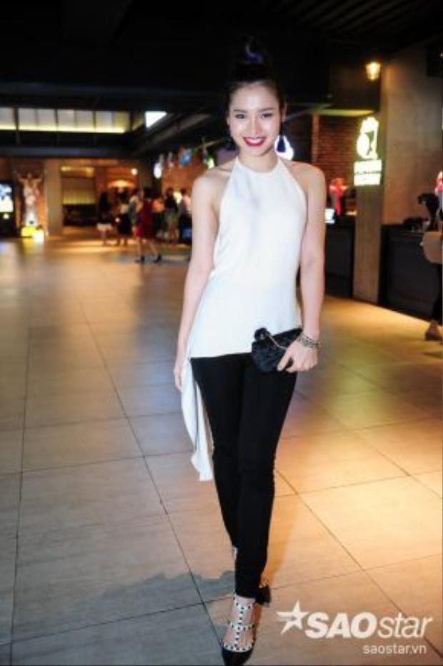 Nữ diễn viên khá phù hợp với nét đẹp thanh tú, kiều diễm của người phụ nữ Sài Gòn thập niên 90.
