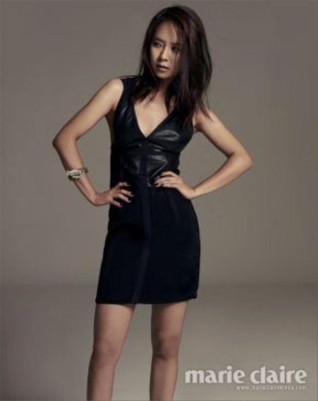 Song Ji Hyo có thần thái quyến rũ, tự tin rất đàn bà.