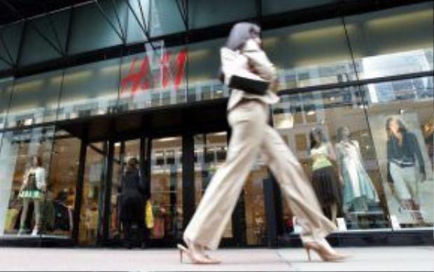 H&M, Zara, và Topshop là những cái tên lớn trong làng công nghiệp fast fashion.