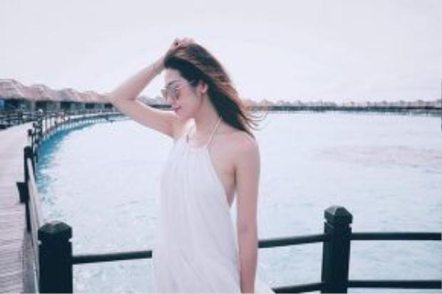 Ở tuổi 23, Tú Anh hoàn toàn có quyền được yêu, hạnh phúc với tình yêu đó.