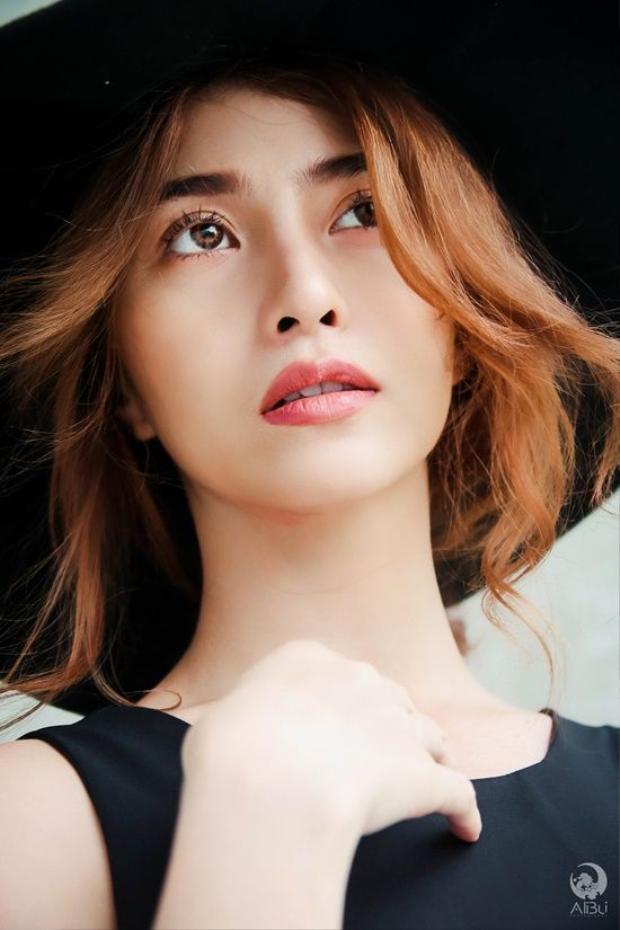 Việt My bầm dập tơi tả vì hóa thân thành gái giang hồ