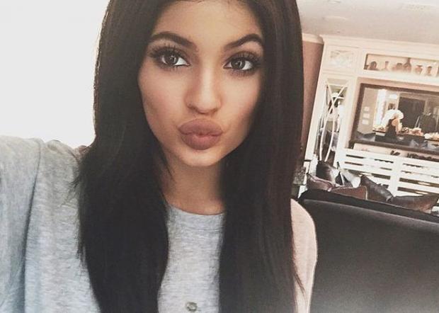 Bí quyết selfie đẹp như Kylie Jenner