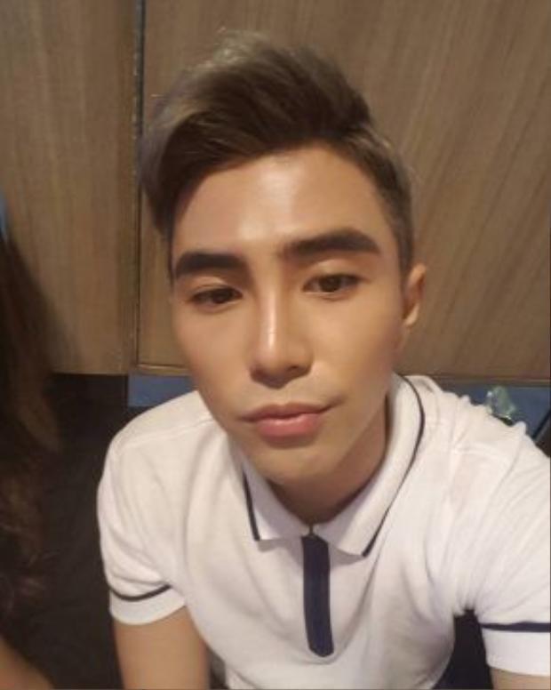 Will của nhóm 365 có độ điệu chẳng kém gì cô bạn gái Quỳnh Anh Shyn. Thời gian gần đây, các fan nhận ra rằng anh chàng khá chăm chút trong khoản tỉa tót lông mày.