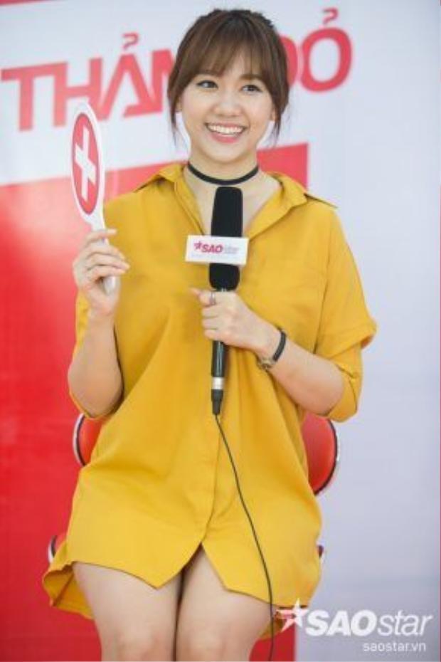 Hari Won tại trường quayBí mật thảm đỏ - 8 Showbiz, chương trìnhđộc quyền do SAOstar.vn thực hiện.